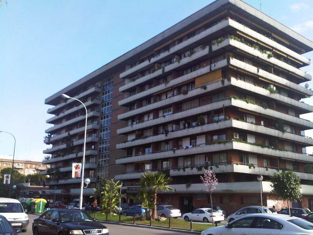 Lomper grupo inmobiliario for Piscina huerta del rey